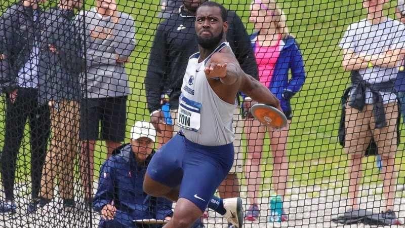 Cameron Yon throwing discus