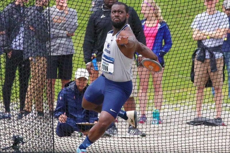 Cameron Yon throwing the discus