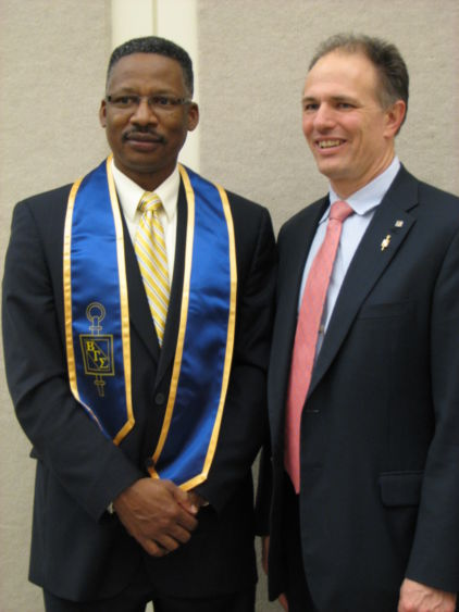 Dr. Roderick Lee and Beta Gamma Sigma distinguished honoree Robert Scaer